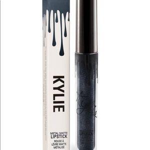 Kylie Cosmetics Kymajesty matte lipstick